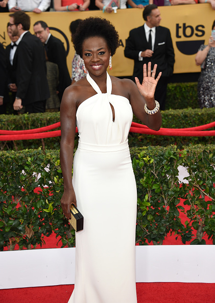 http://www.fashionnstyle.com/articles/42895/20150126/2015-sag-awards-red-carpet-trend-viola-davis-paula-patton-maggie-gyllenhaal-reese-witherspoon-ariel-winter-laura-carmichael-dascha-polanco-all-wear-winter-white.htm