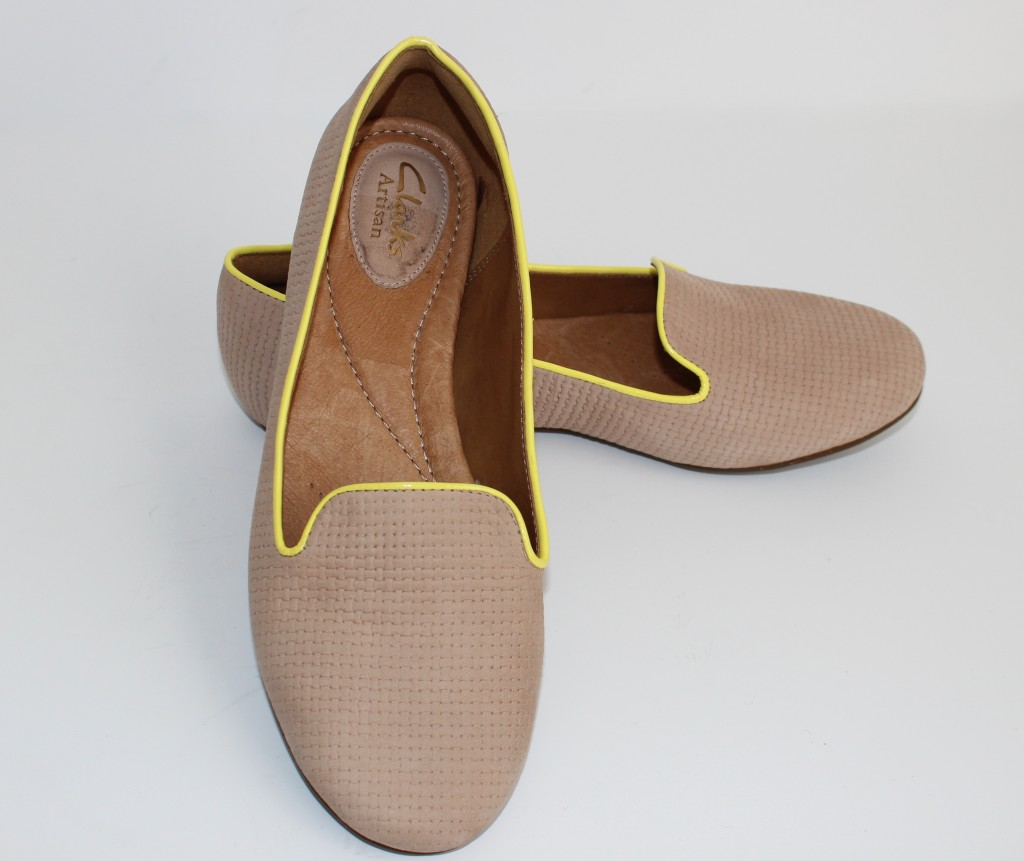 tan and neon loafers, tan and neon flats, tan flats, nude flats, neutral flats, neutral loaders, slip ons, Clarks, Macys