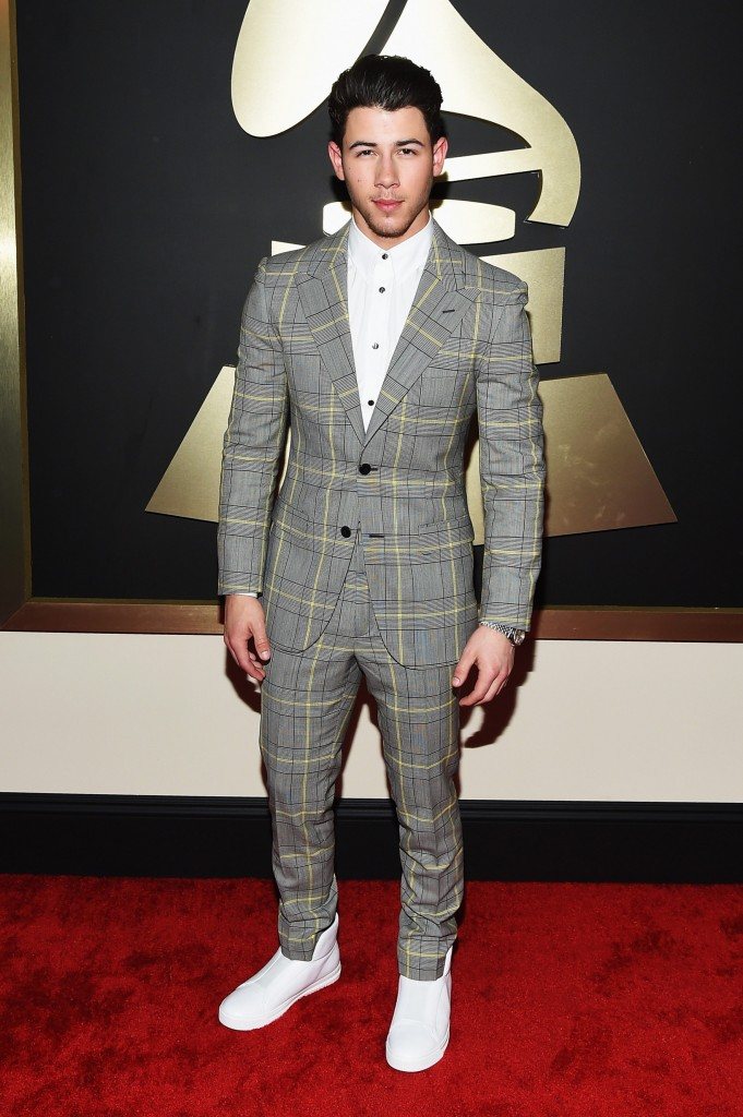 http://nymag.com/thecut/2015/02/see-all-the-2015-grammys-red-carpet-looks/slideshow/2015/02/08/see_all_the_2015grammysred-carpetlooks/463010802/ Chris Brown –  http://hollywoodlife.com/pics/grammy-awards-red-carpet-2015-grammys-photos/#!15/chris-brown-grammys-2015-grammy-awards/