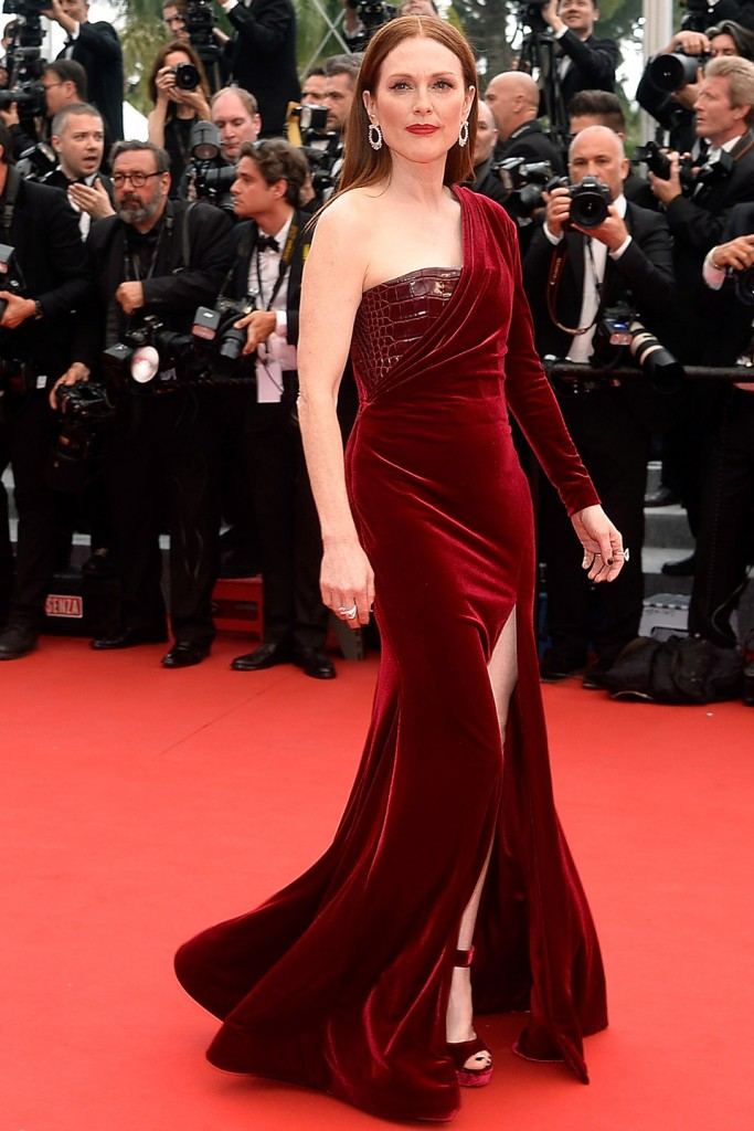 http://photos.vanityfair.com/2015/05/14/5554f34fb80bcc99383a55a6_cannes-film-festival-2015-day-two-julianne-moore.jpg