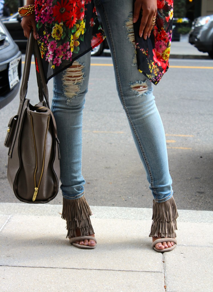 ripped denim, ripped jeans, distressed denim, distressed jeans, floral kimono, spring, spring fashion, fashion blogger, the style perk, kasi perkins, dc, street style, black blogger, dc blogger, bloggers like me, brown girl bloggers, fringe sandals, steve madden