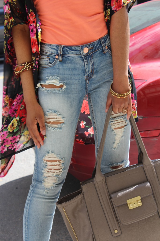 ripped denim, ripped jeans, distressed denim, distressed jeans, floral kimono, spring, spring fashion, fashion blogger, the style perk, kasi perkins, dc, street style, black blogger, dc blogger, bloggers like me, brown girl bloggers