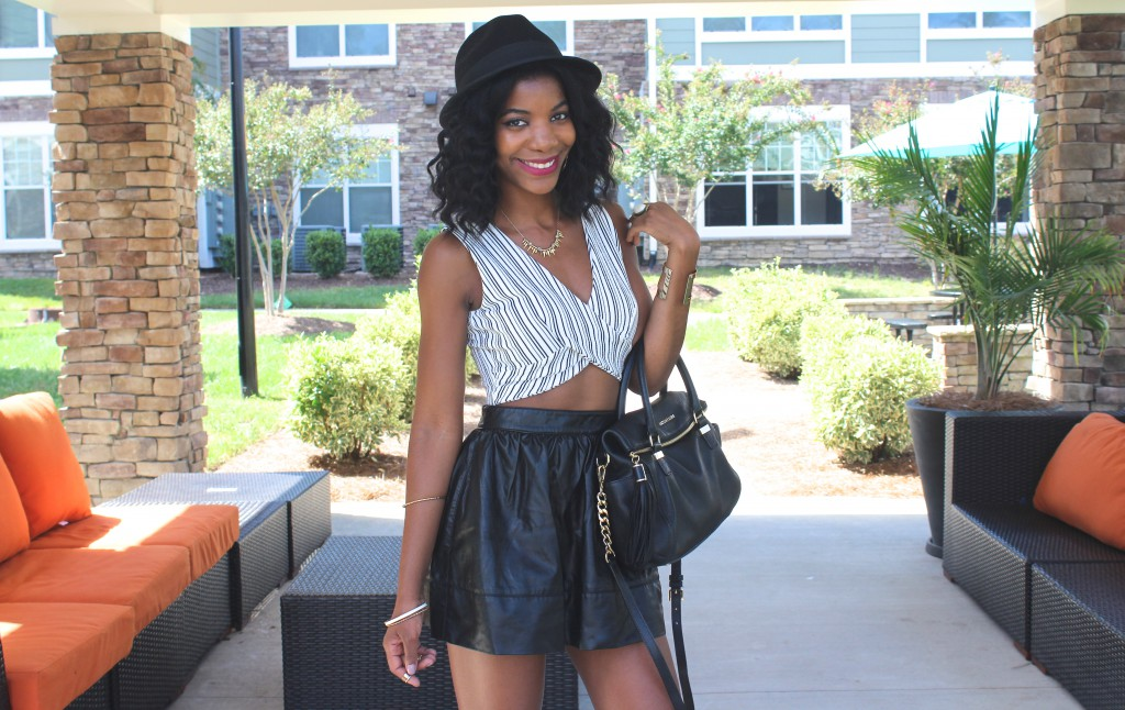 black and white crop top,black faux leather skirt, black fedora, black hat, fall fashion, spring fashion, boohoo, forever21, stella and dot, h&m, black blogger, dc blogger, dmv blogger, natural hair, kasi perkins, the style perk