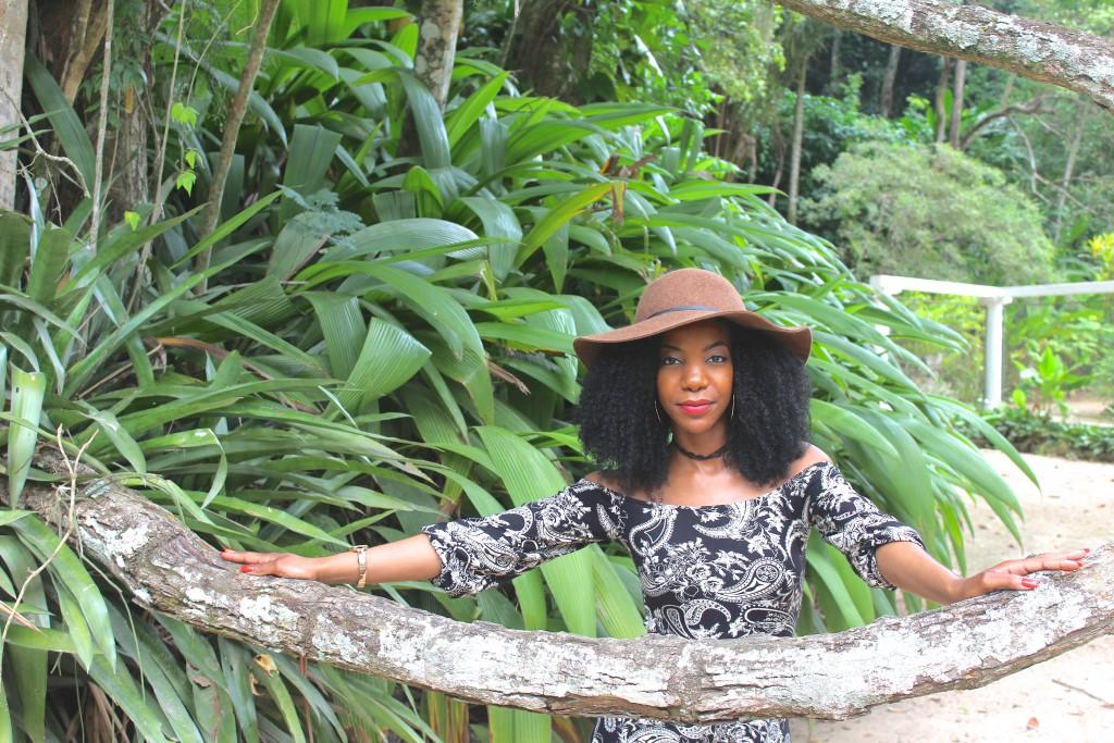 boohoo black and taupe printed paisley romper, tan knee high gladiator sandals, tan waist belt, tan floppy hat, Jardim Botanic do Rio de Janeiro