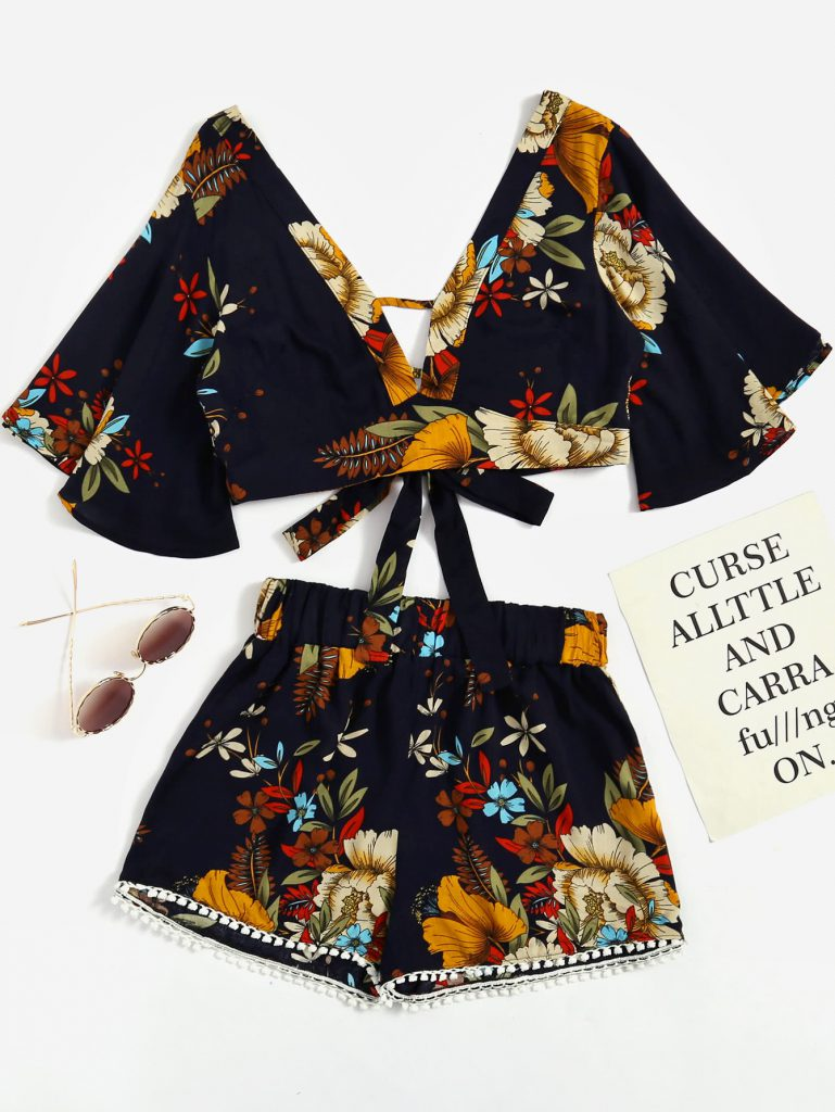 SheIn Plunging V-neckline Florals Random Knot Crop Top With Shorts